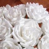 бели хартиени рози