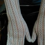 Бели елегантни ръкавици изплетени на една кука