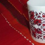 Чаша за топла напитка  и подложка с орнамент от българска шевица