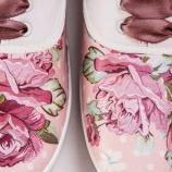 Ръчно декорирани спортни обувки